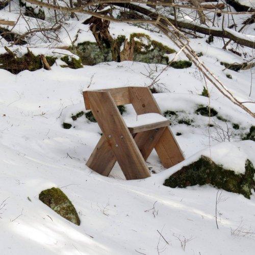 11. Bench