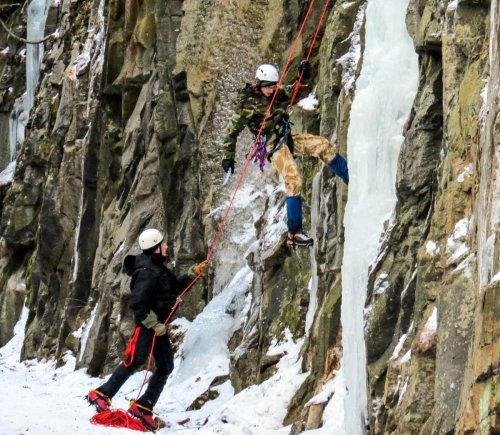 4-ice-climbers