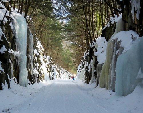 1-ice-climbers