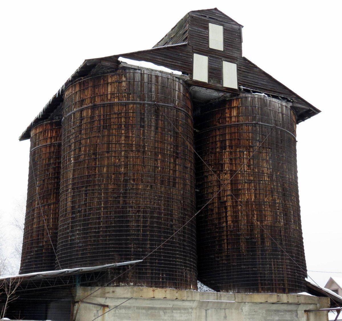 4-coal-silos